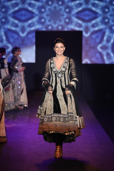 Sushmita Sen on the ramp for Ritu Kumar Show Mumbai