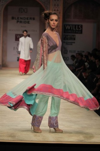 Wills-Lifestyle-India-Fashion-Week-2012-Manish-Malhotra new designs