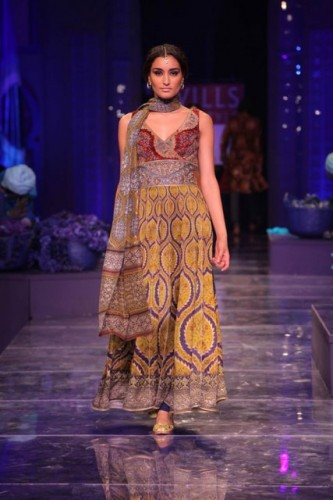 wills-lifestyle-india-fashion-week-2012-jjvalaya