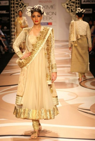 model in Vikram Phadnis at LFW 2012