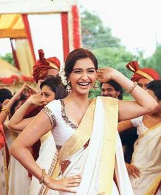 Sonam Kapoor Aisha dancing