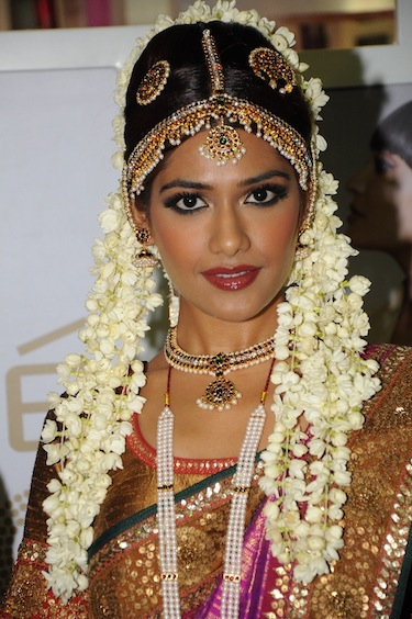 -Tamil-Bride-Look with Maang Tikka