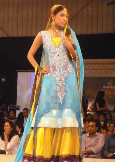 Aamir Baig gharara at fashion week