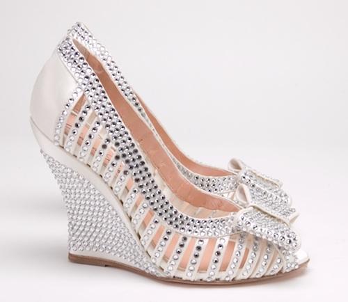 Aruna_Seth_sparkling_Swarovski_Cinderella_bridal_shoe