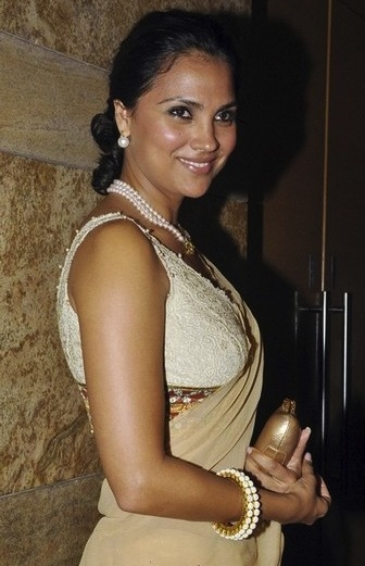 Lara-Dutta-Anmol-Jewelers
