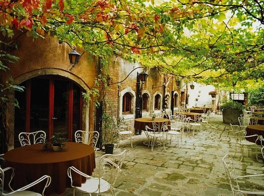 alfresco dining in Venice
