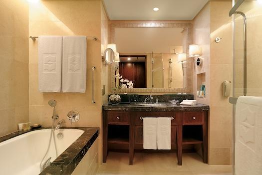 bathroom at Shangri La Bangkok