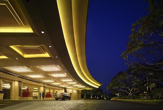 main enterance - lobby Shangri La Bangkok