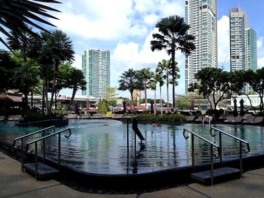 Pool at Shangri La Bangkok