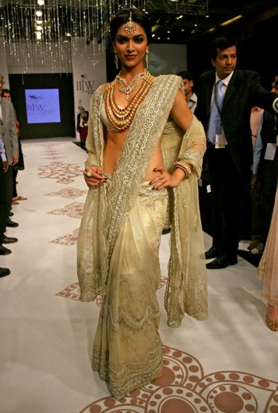 a sautoir worn by Deepika Padukone