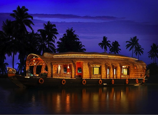 honeymoon on houseboat in kerala backwaters