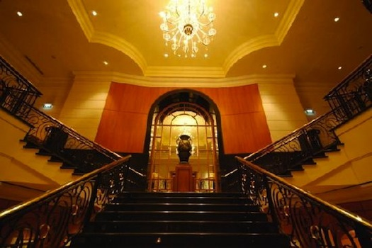 grand staircase at four seasons singapore